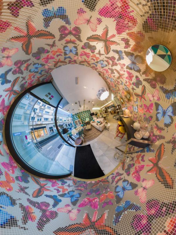 fotografia do interior da tenda Asthor decoración