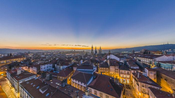 Fotografía nocturna panorámica de 360 grados de Santiago de Compostela