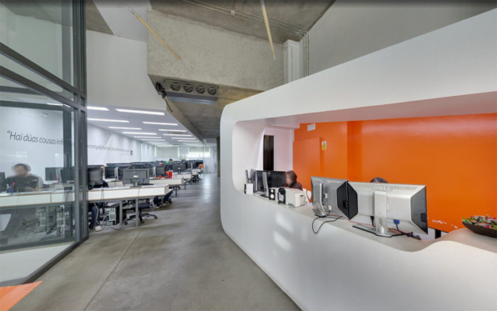 Recepción oficina central Dinahosting-Acceso visita virtual Street View