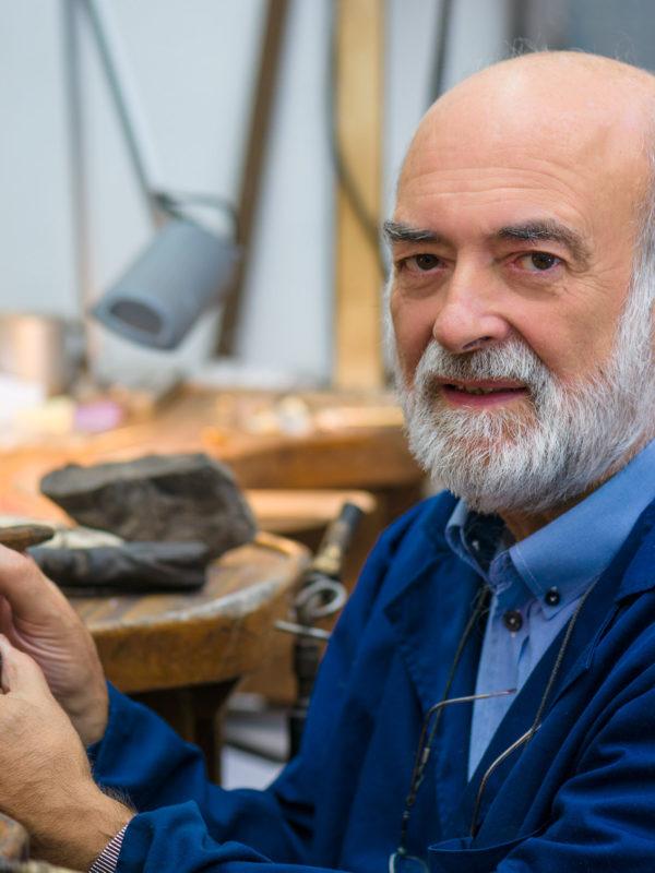Retrato de artesán no seu taller-Joyería Mayer