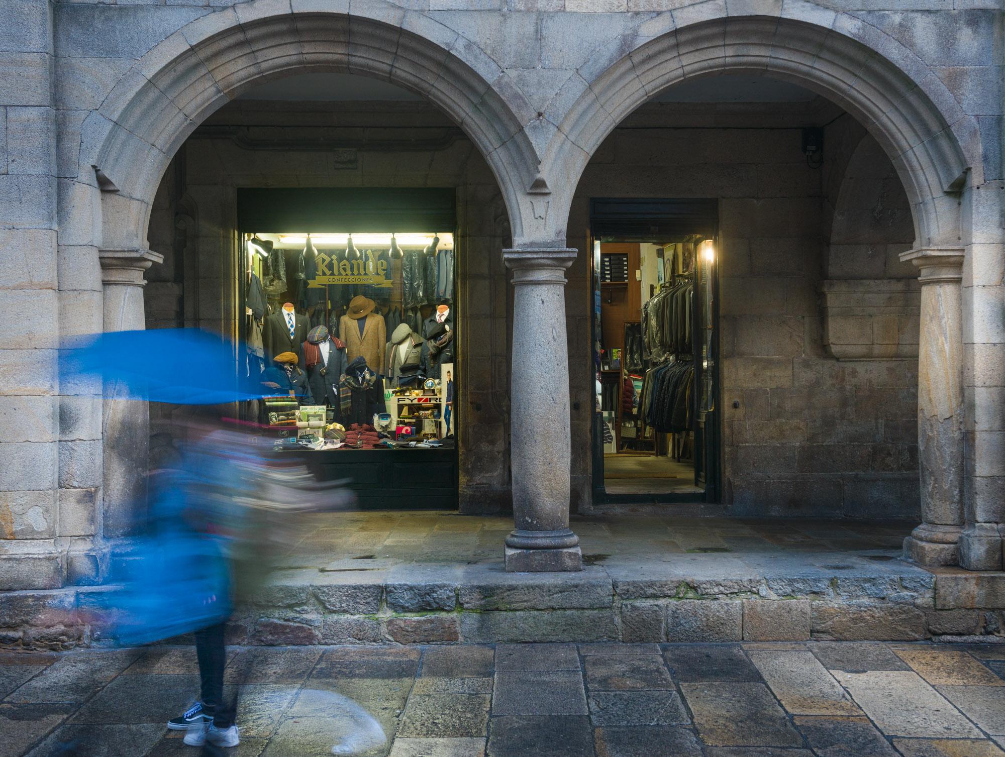 Detalle arquitectónico dunha rúa da zona monumental de Santiago de Compostela