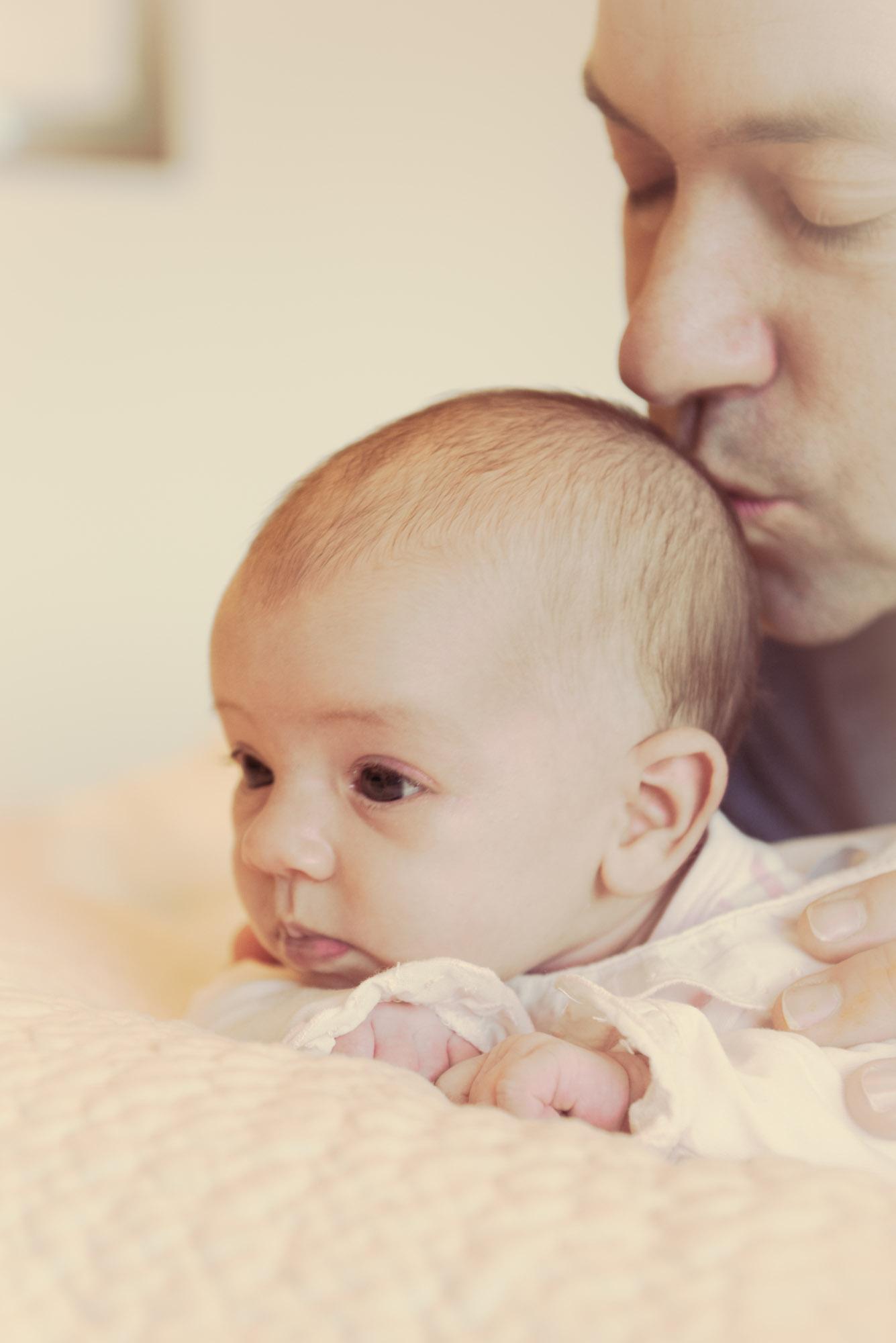 Sesión bebé-fotografía infantil para book-pai bicando ao seu fillo