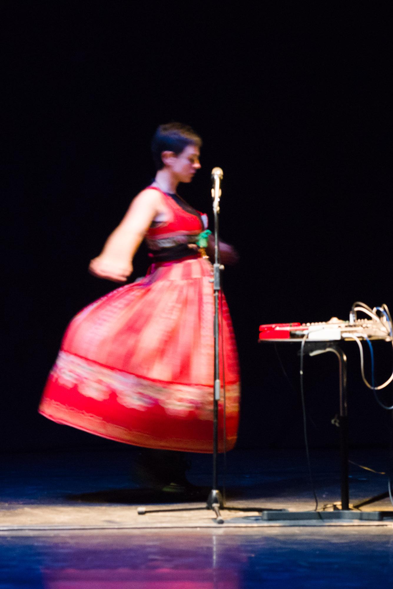 Retrato de Monica de Nut actuando no teatro Principal-Santiago de Compostela