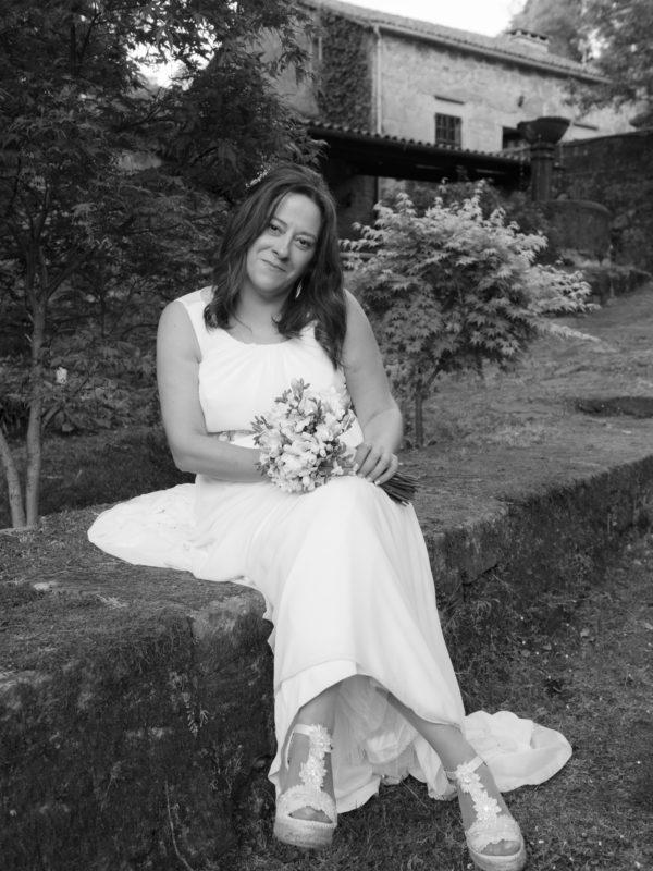 Retrato de boda-Retrato en branco e negro dunha noiva durante a sesión de fotos no Pazo do Faramello